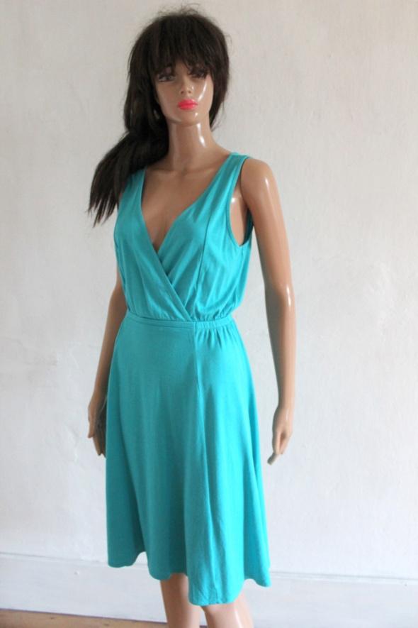 Niebieska lejąca sukienka na ramiączkach r M...
