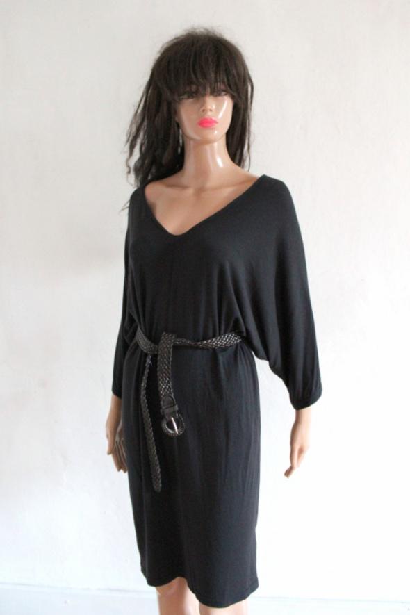 Czarna sukienka lejąca r S...