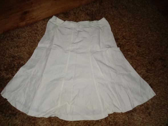 Spódnice biała spódnica przed kolanko