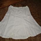 biała spódnica przed kolanko