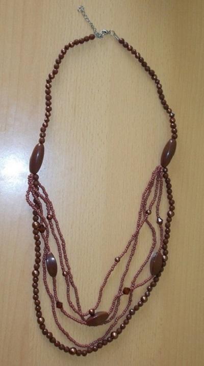 Naszyjnik z korali brązowy