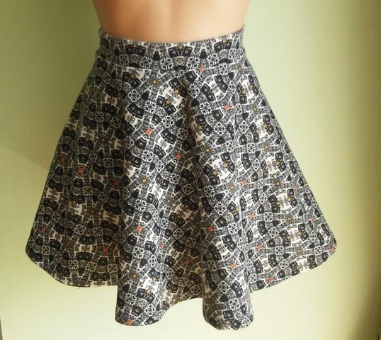 Spódnice Spódnica rozkloszowana ze wzorem Bershka 38
