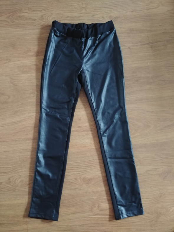 Spodnie legginsy przód eko skóra rozmiar Uniwersalny...