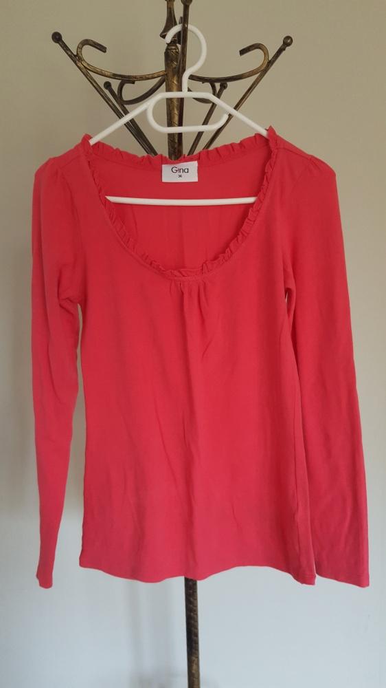 Różowa bluzka z falbanką...