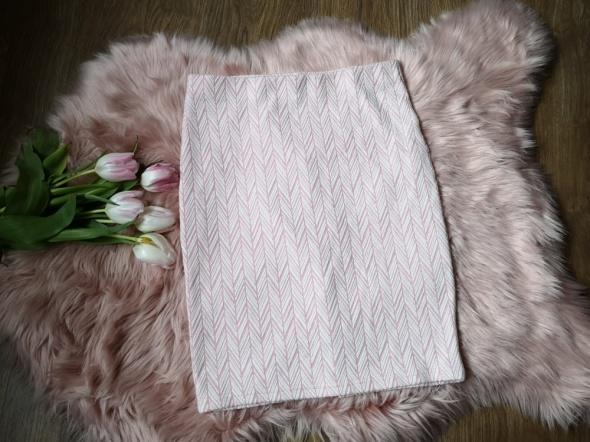 różowo biała spódniczka Sinsay...