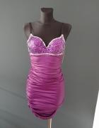 Sukienka z wbudowanym stanikiem