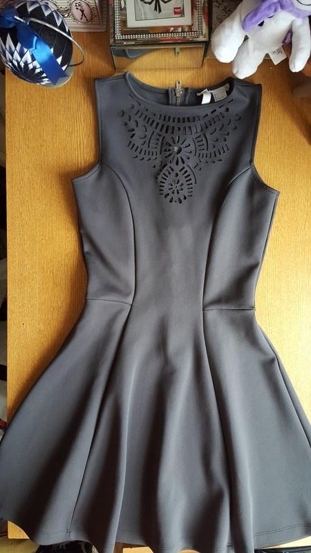 Beżowa obcisła sukienka