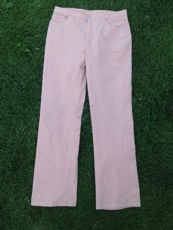 Łososiowe spodnie jeansy Burberry London 48...