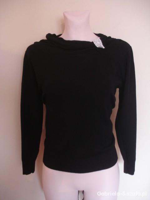 Elegancki czarny zdobiony cekinami sweterek