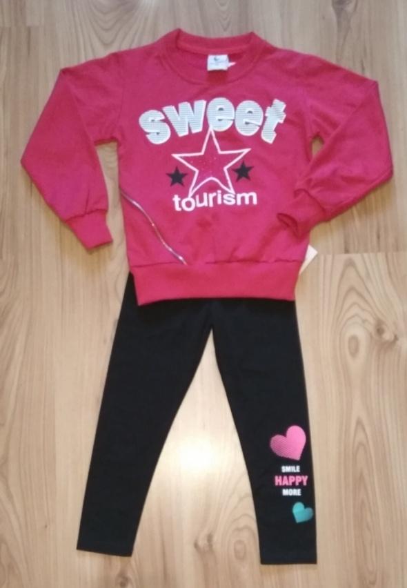 Bluzy Różowa bluza dziewczęca i czarne getry z serduszki