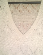 bezowy azurowy sweterek...