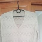 bezowy azurowy sweterek