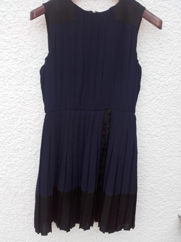 sukienka granatowa Mango 40 plisowana