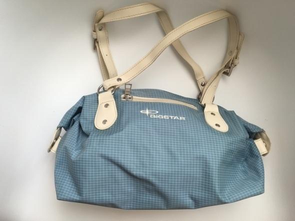 Niebieska torebka w kratkę...