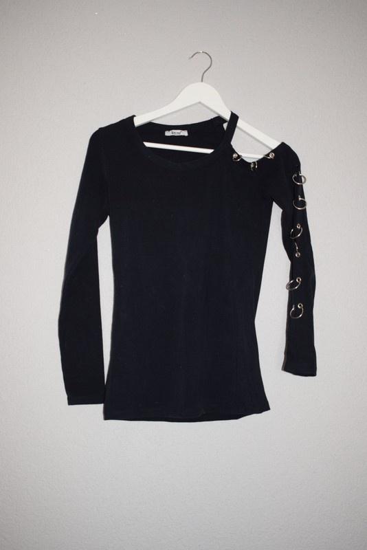 bluzka grantowa kolczyki kółka ramie