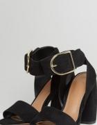 Sandałki na słupku
