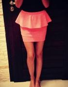 Neonowo różowa spódniczka z baskinka S