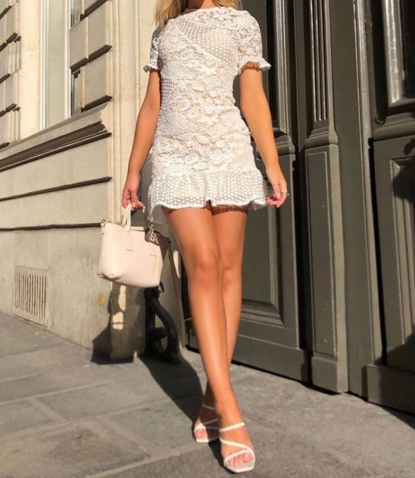 Koronkowa sukienka Parisian
