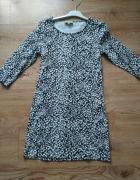 Sukienka w czarne białe wzory 38...