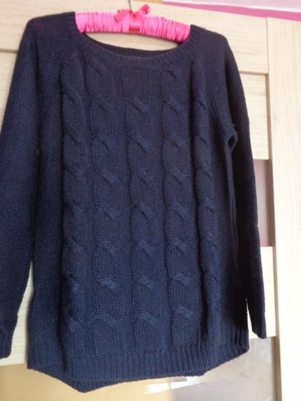 Granatowy sweter z ozdobnym warkoczem rozmiar S...