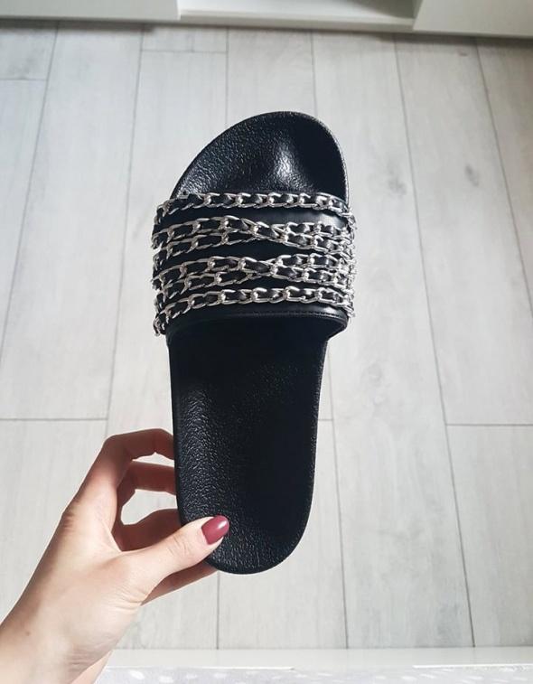 Czarne klapki ze srebrnym łańcuszkiem nowe 38