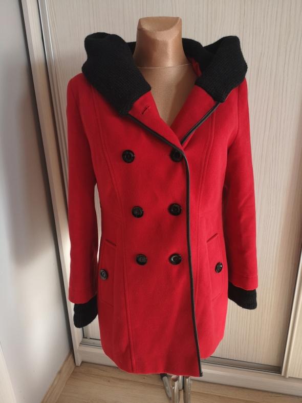 Fashion płaszcz dwurzedowy z kapturem rozm 42