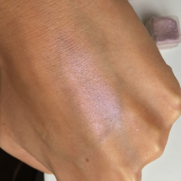 Fioletowe cienie z drobinkami Body Shop