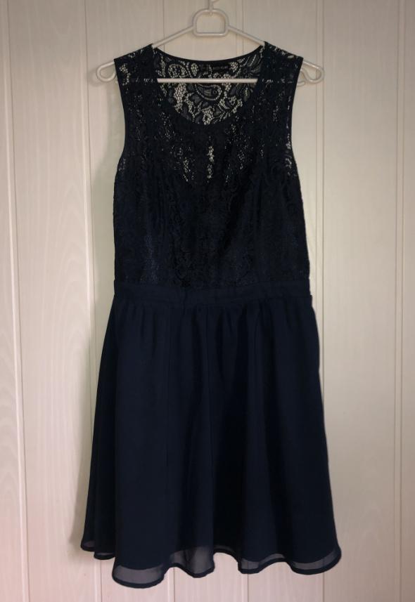Granatowa sukienka...