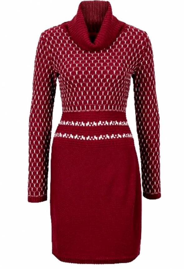 Dzianinowa sukienka z golfem wzór geometryczny...