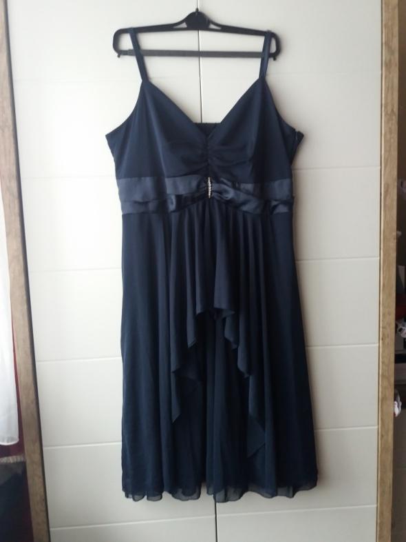 Śliczna sukienka 46