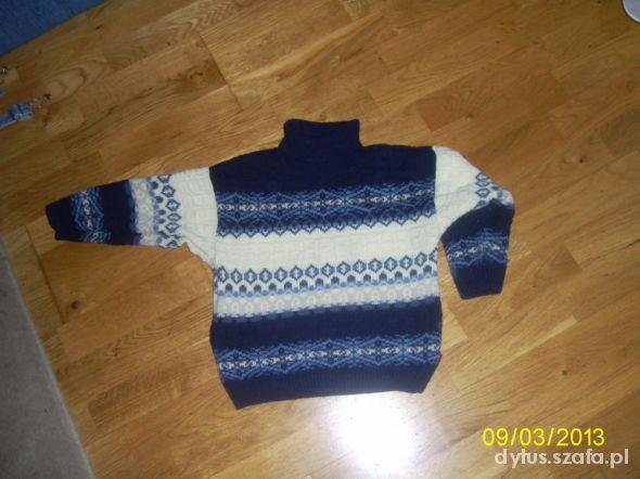 Sweterek z golfem