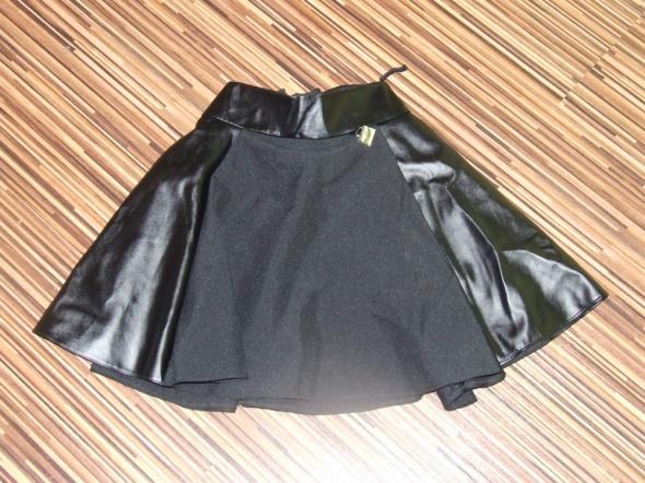 Sukienki i spódniczki czarna spodniczka rozmiar 134