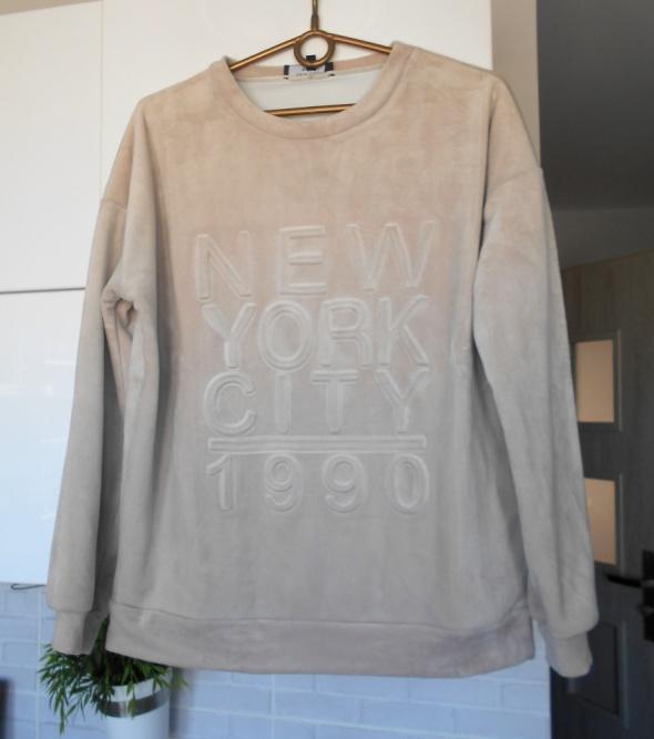 Bluzy New Look kremowa bluza pluszowa nude miękka welurowa welur