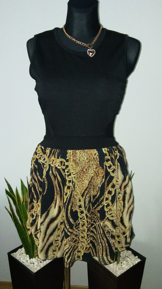 Sukienka wzór łancuchy wycięcia...