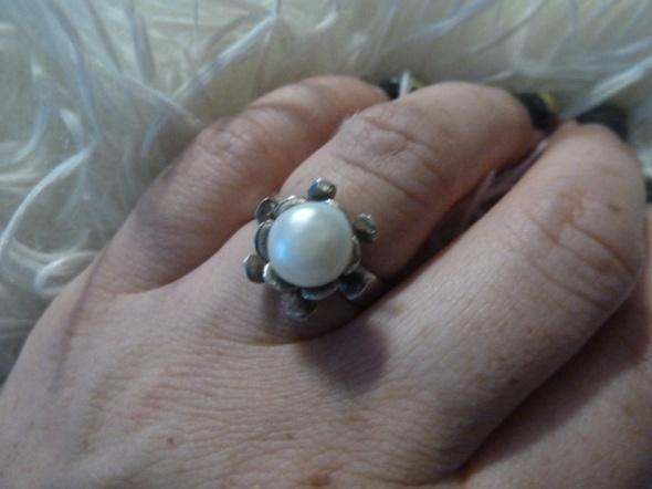 srebrny z perłą próba 3