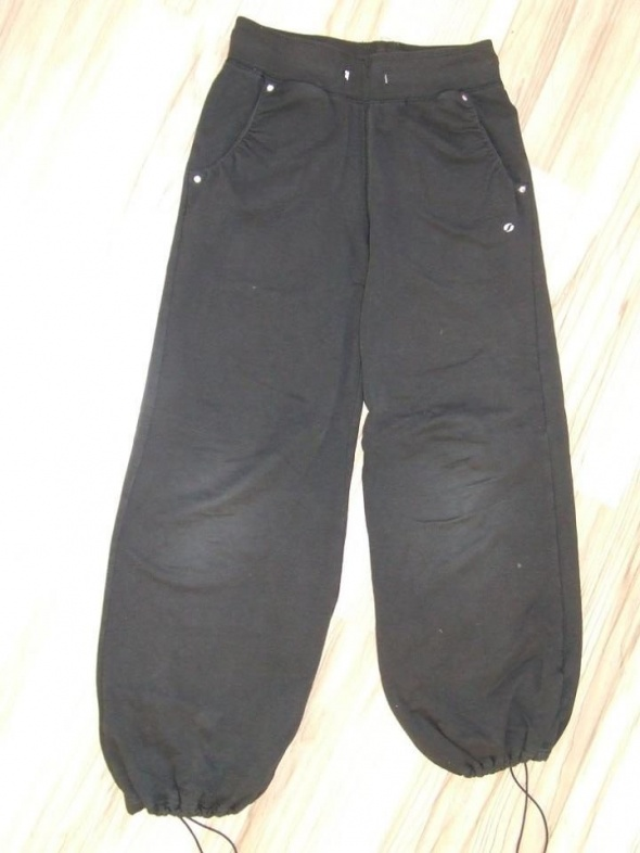 czarne spodnie SOC rozmiar 134 140