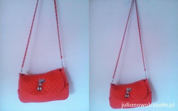 czerwona pikowana torebka na ramie