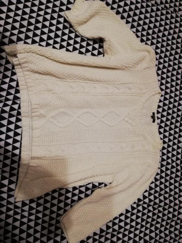 Kremowy sweterek...