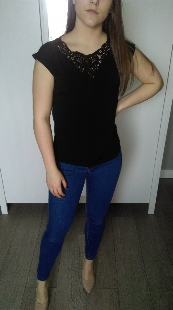 Czarna bluzka z haftem Mohito