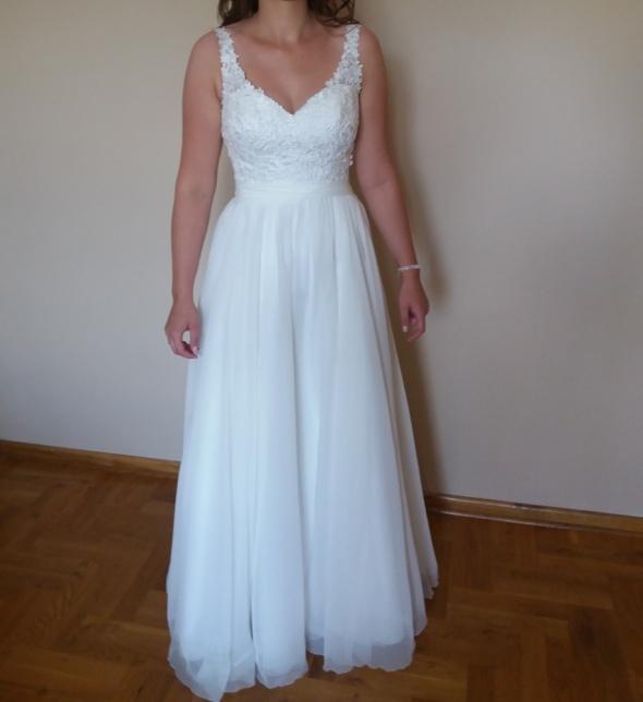 suknia ślubna śmietana gipiura tiul V