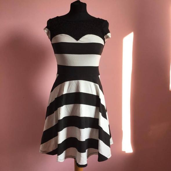 Nowa sukienka M 38 Terranova paski pasy...