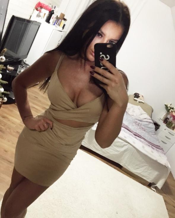 Piekna sukienka bezowa s nowa