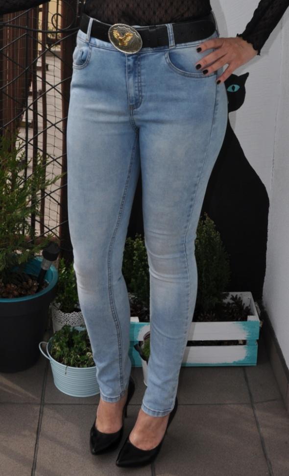 jeansy z wysokim stanem...
