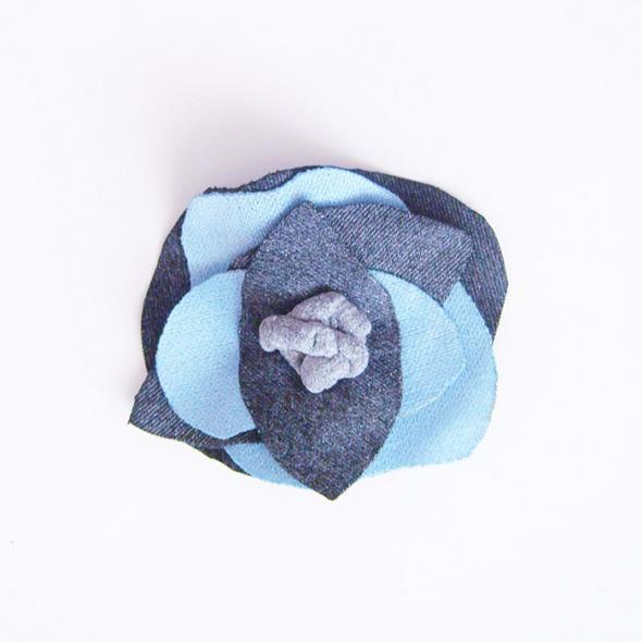 Szaro niebieska broszka broszka do zakietu lub płaszcza