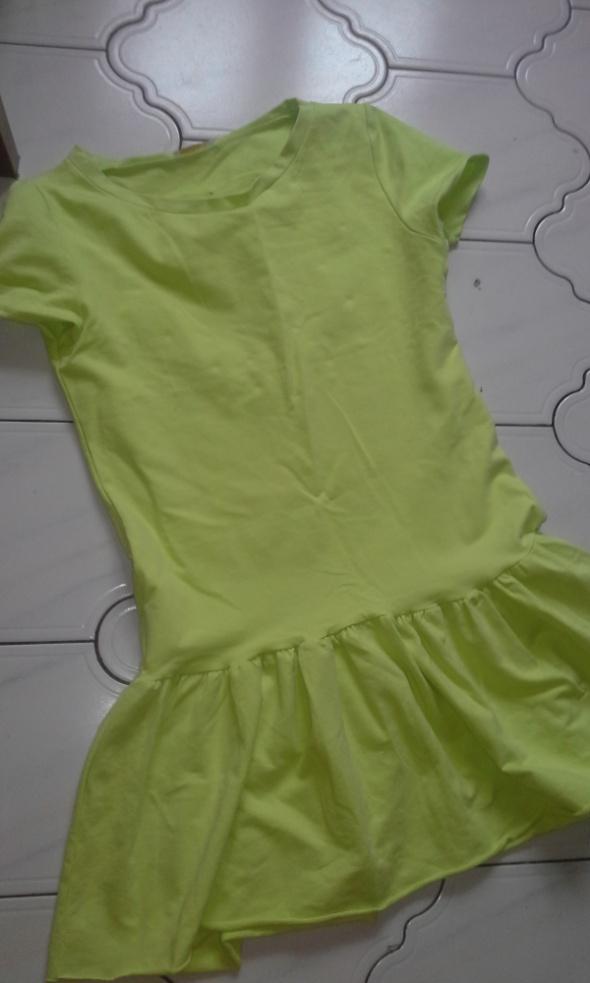 Sukienka limonka dresowa z falbanka