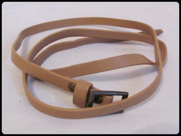 Cienki brązowy beżowy paseczek o długości ok 98 cm