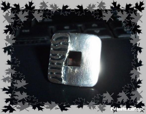 Srebrny kwadratowy pierścionek super