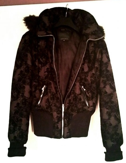Odzież wierzchnia Piękna fioletowa kurtka z wytłoczonym wzorem