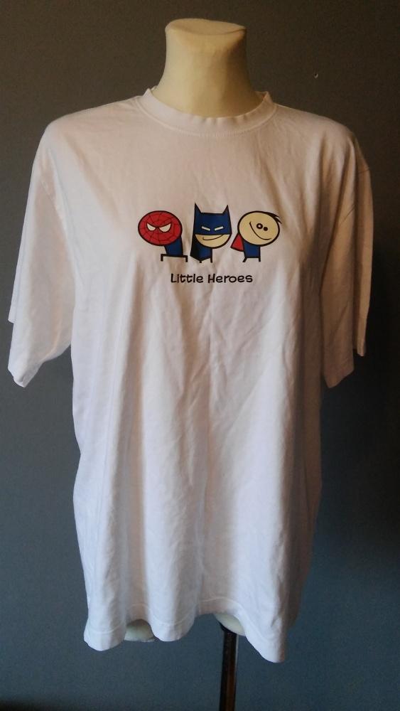 Biała koszulka z oryginalnym logo