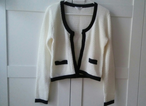 Rozpinany sweter biało czarny chanelka
